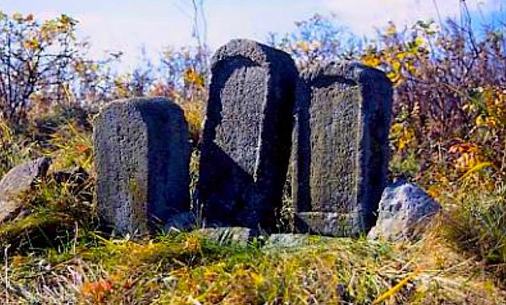通行屋・番屋跡遺跡にはこんな墓もあり、これがいつの間にか「遊女らの小さき墓」といわれるように・・・