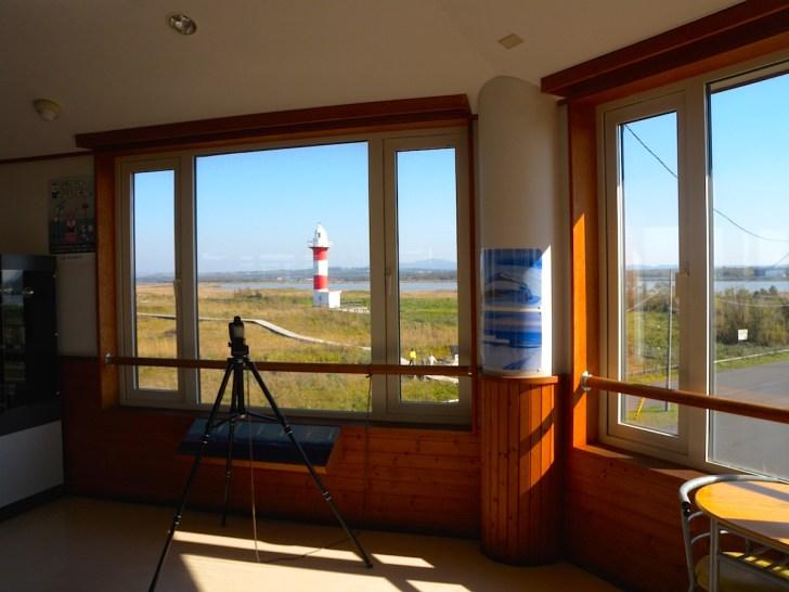 2階は展望施設で石狩灯台、石狩川を眺望