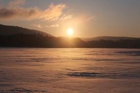 阿寒湖氷上で日の出