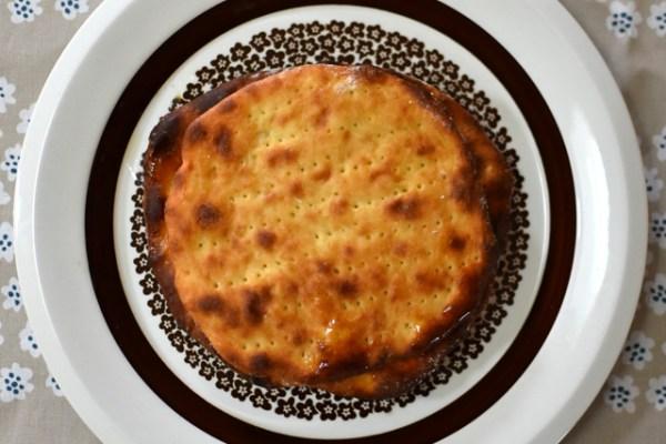 フィンランドの薄焼きポテトパン ペルナリエスカ Perunarieska