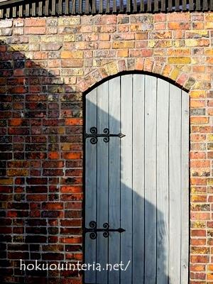 レンガ造りおしゃれなドア
