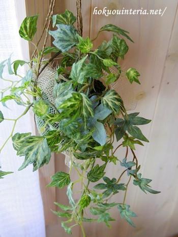 造花で吊るすグリーンアレンジ