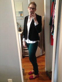 On Wednesday I felt simple-chic in a classic white Oxford, hunter green skinnies and my new red glasses. Black fitted blazer (Urban Outfitters), white button-up Oxford (Gap), green jeans (Uniqlo) and pink loafers (Gap).