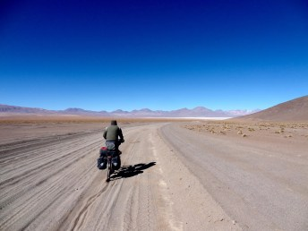 sandige Kilometer zur Laguna Chalviri
