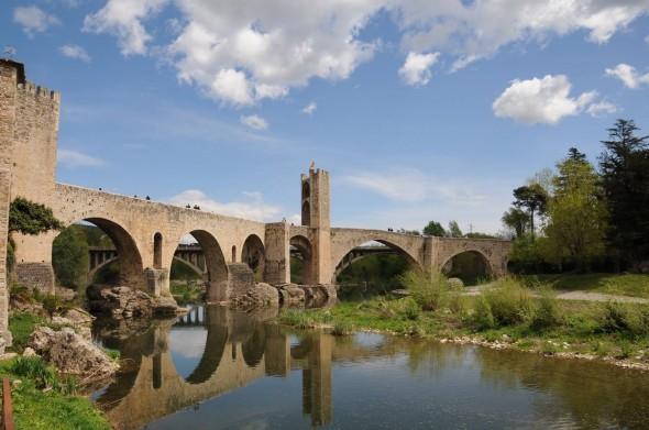 puente-medieval-besalu