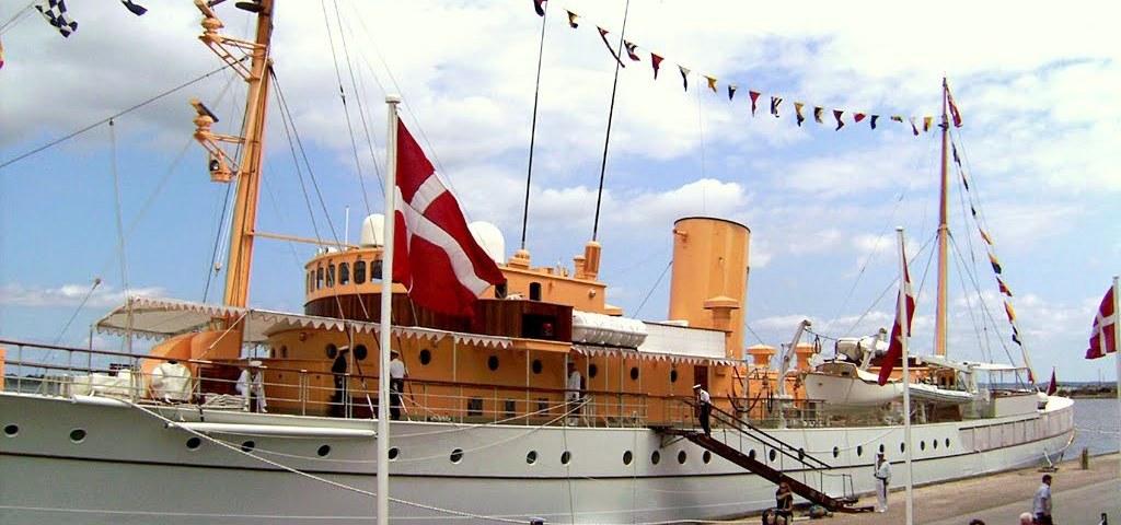 Dannebrog i Holbæk Industrihavn 2007