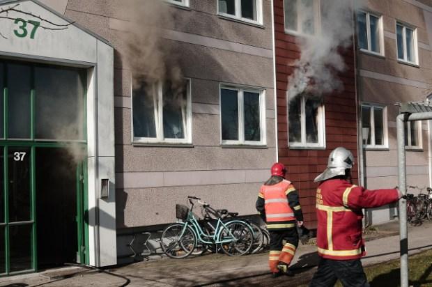 Onsdag formiddag måtte brandvæsnet rykke ud til en brand i en stuelejlighed i Bjergmarken. Foto: Alex Christensen.
