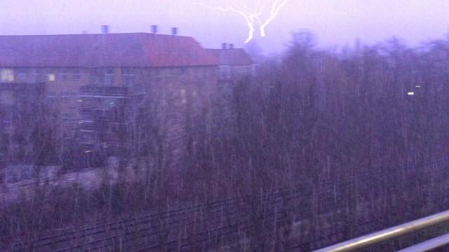 Hagl, torden og lyn ramte fredags aften Holbæk. Foto: Michael Johannessen.