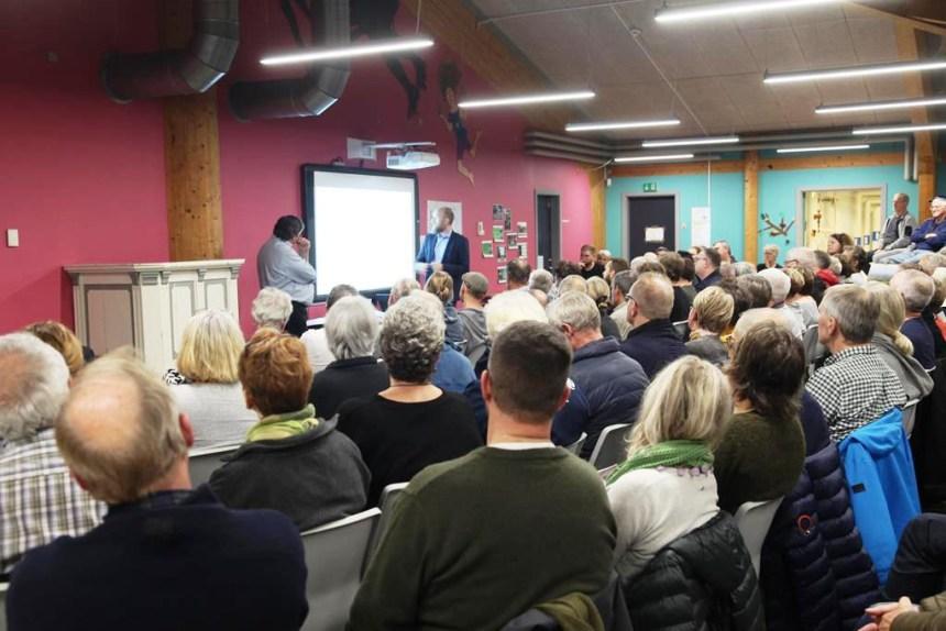 Der var fuldt hus, da der mandag aften var borgermøde om bosætning på Tuse Næs. Foto: Alex Christensen.