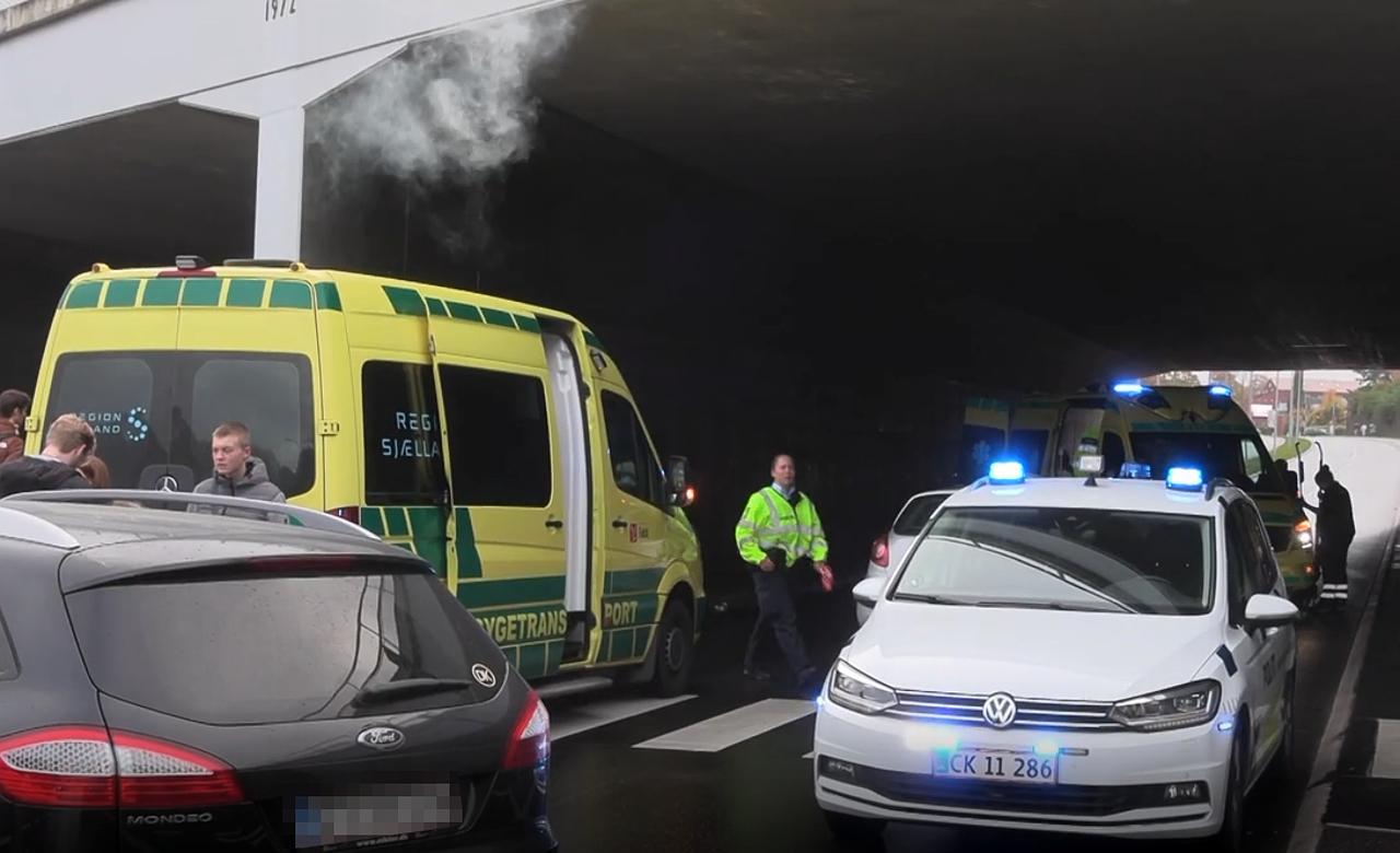 Fodgænger ramt af bil