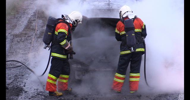 En bil brød tirsdag aften i brand på Holbæk Motorvejen. Foto: Michael Johannessen.