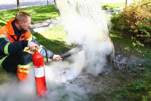 Indsatslederen klarede selv brandslukningen. Foto: Skadestedsfotograf.dk - Johnny D. Pedersen.