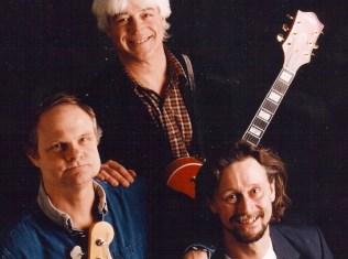 Flemming Ostermann, Billy Cross og Mick Schack spiller på Holbæk Vandrerhjem. PR Foto.