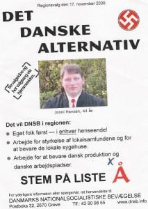 De danske nazister i DNSB deler løbesedler ud op til valget.