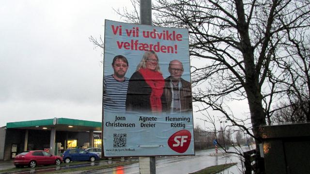 Denne plakat fra Socialistisk Folkeparti blev fotograferet fredag eftermiddag på Roskildevej i Vipperød. Foto: Rolf Larsen.