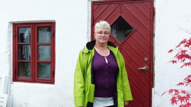 Pia Schmidt bor nu i to små værelser på Bygaden 2 , og vil da overveje at flytte tilbage til det sommerhus hun tidligere lejede , hvis loven giver mulighed for det. Foto: Jesper von Staffeldt.