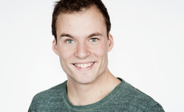 Simon Talbot optræder i aften på Holbæk Teater. Foto: MEW.