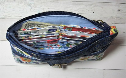 Cara - Interior with contents inside of card pockets - excellent view