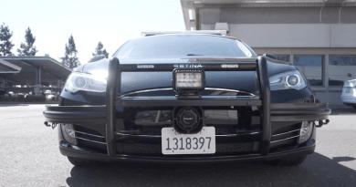 Kurva szar autók – üldözés közben lemerült a Tesla Interceptor