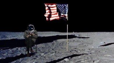 Bernie Sanders kesztyűi meghódították a Holdat