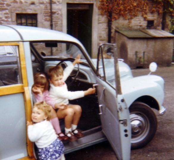 september-1971-the-morris-traveller-drumdruills-and-peter-catriona-gillian
