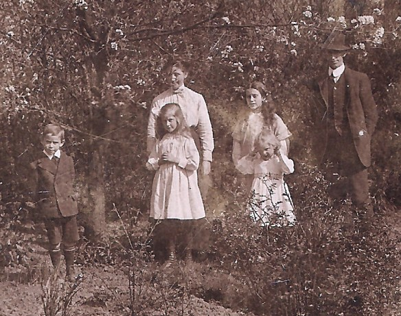 the-drumdruill-scott-family-the-only-group-photograph
