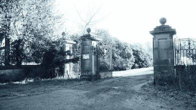 Gates to Gartshore estate 12 April 2021 (2)
