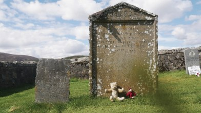 Tombs in Corgraff of Margaret Cruickshank and an 'UNKNOWN MAN' [photos 28 May 2021] (2)