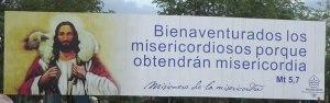 La imagen del Buen Pastor en el cartel de la izquierda