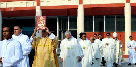 procesionSacerdotes.jpg