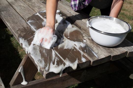 Как покрасить своими руками деревянный стол для дачи
