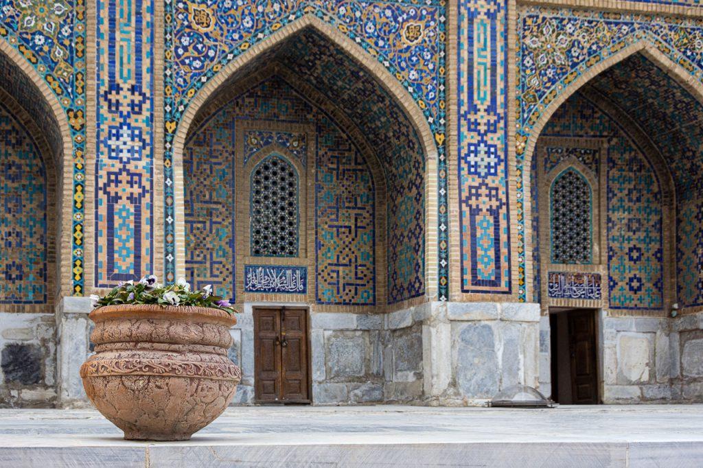 Tilla-kari Mosque facade