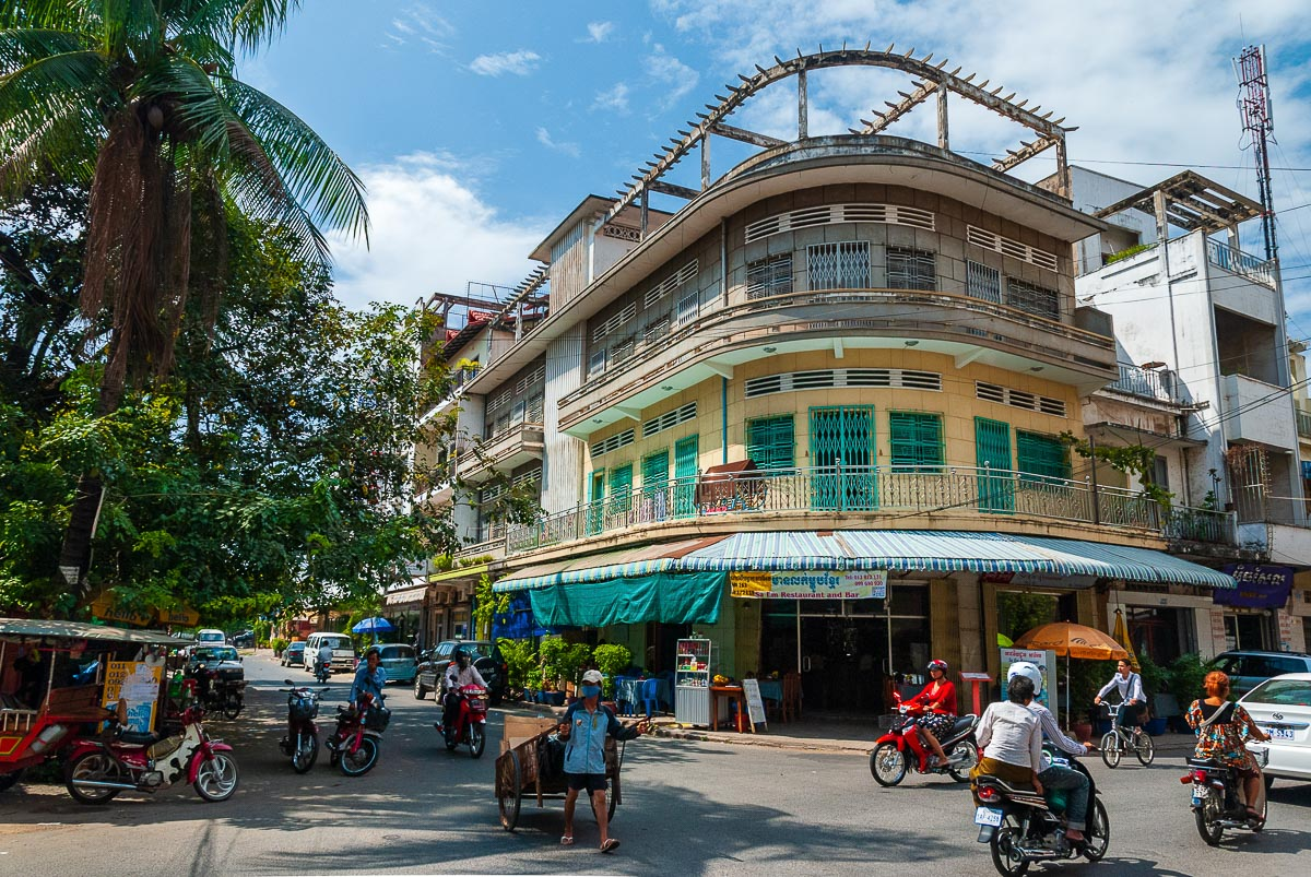 Travels with my Godmother: Phenomenal Phnom Penh and some too authentic dinners
