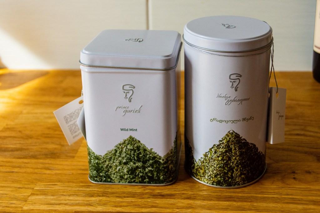 Georgian green and wild mint teas