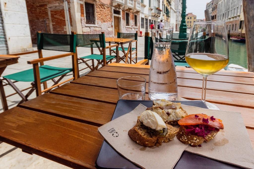 chicheti and sparkling wine in Venice
