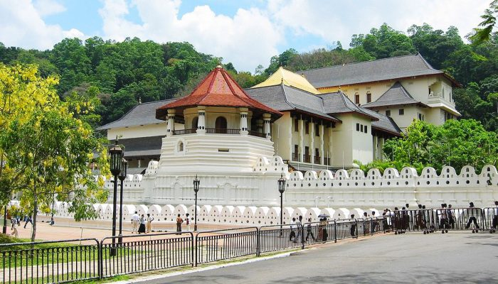 2-Sri-Lanka-Kandy-Temple