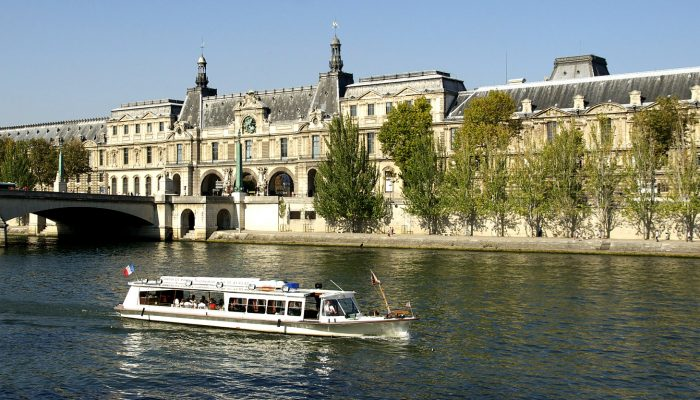 Hop-on-hop-off-bus-paris-tour-9
