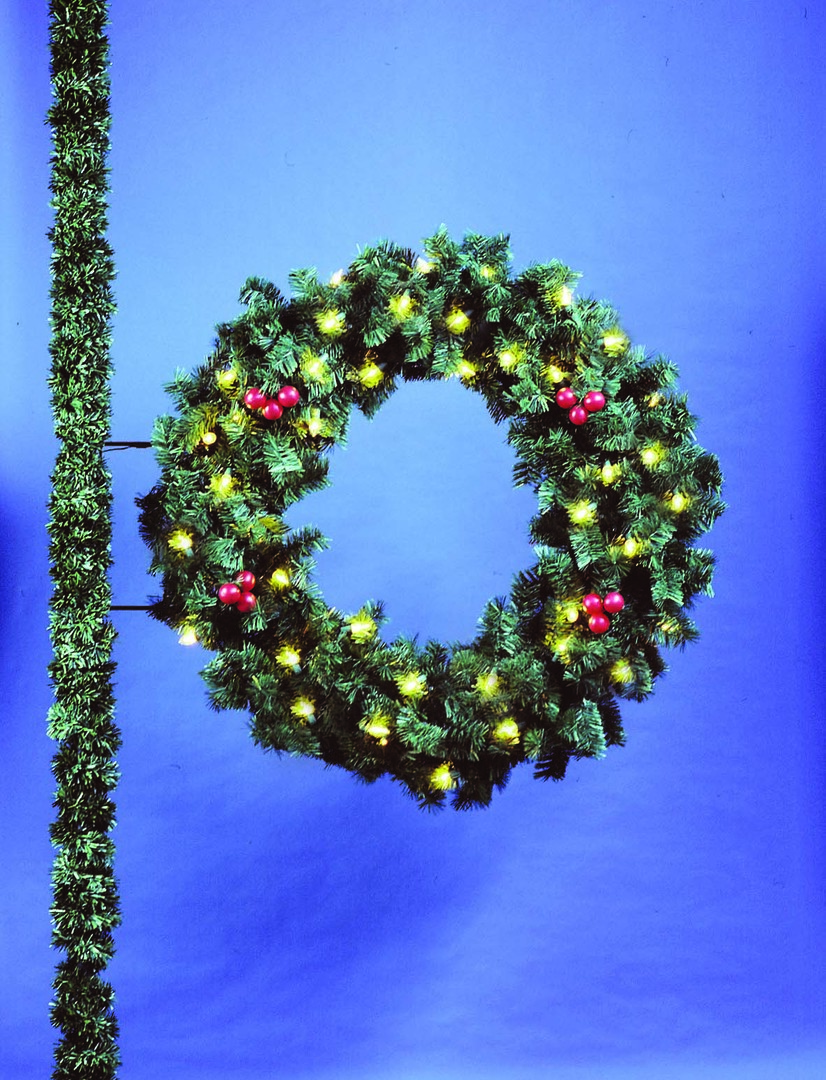 Commercial Christmas Decorations.5 Deluxe Wreath Commercial Christmas Decorations And Displays By Holiday Designs Inc