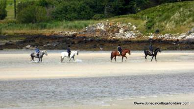 Portnablagh Holiday Home - pony trekking at Dunfanaghy