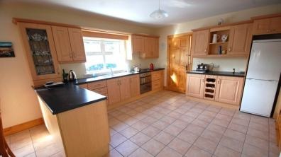 Portnablagh Holiday Home - spacious kitchen