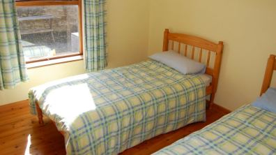 Twin bedroom of Skylark Cottage