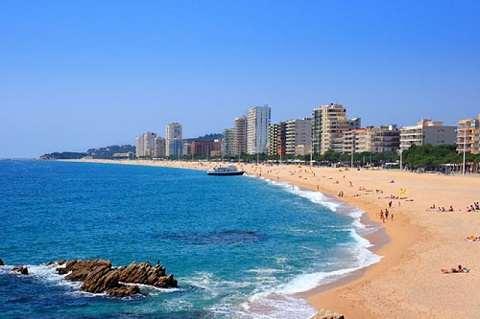 Отдых на островах Испании, испанское побережье Коста Брава с великолепными пляжами