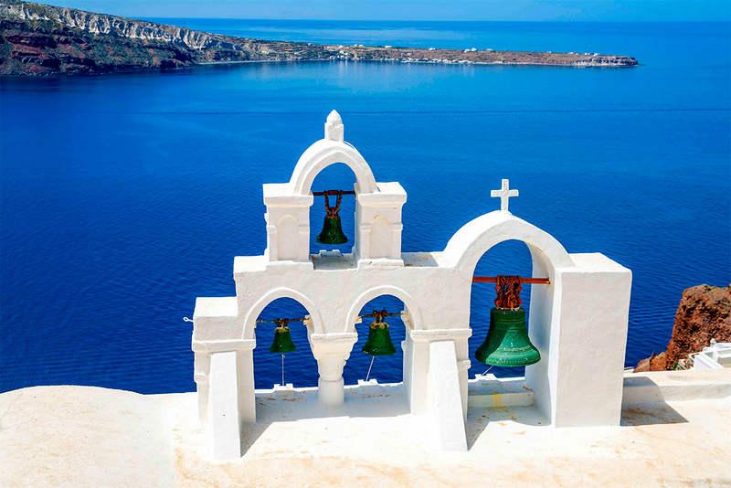 Отдых на острове Санторини - белоснежные храмы