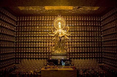 Отдых на острове Хайнань, золотая статуя богини Гуаньинь