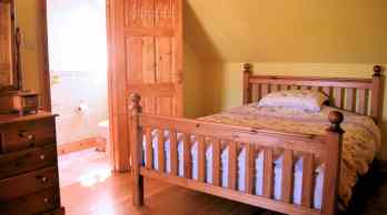 Double ensuite bedroom of Milltown Mews Holiday Home Rathmullan