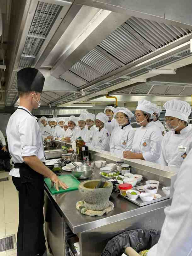 jamie teaching at Holistic chef academy