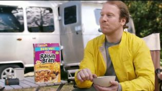 kelloggs-raisin-bran-with-bananas-aggressive-yellow-large-9