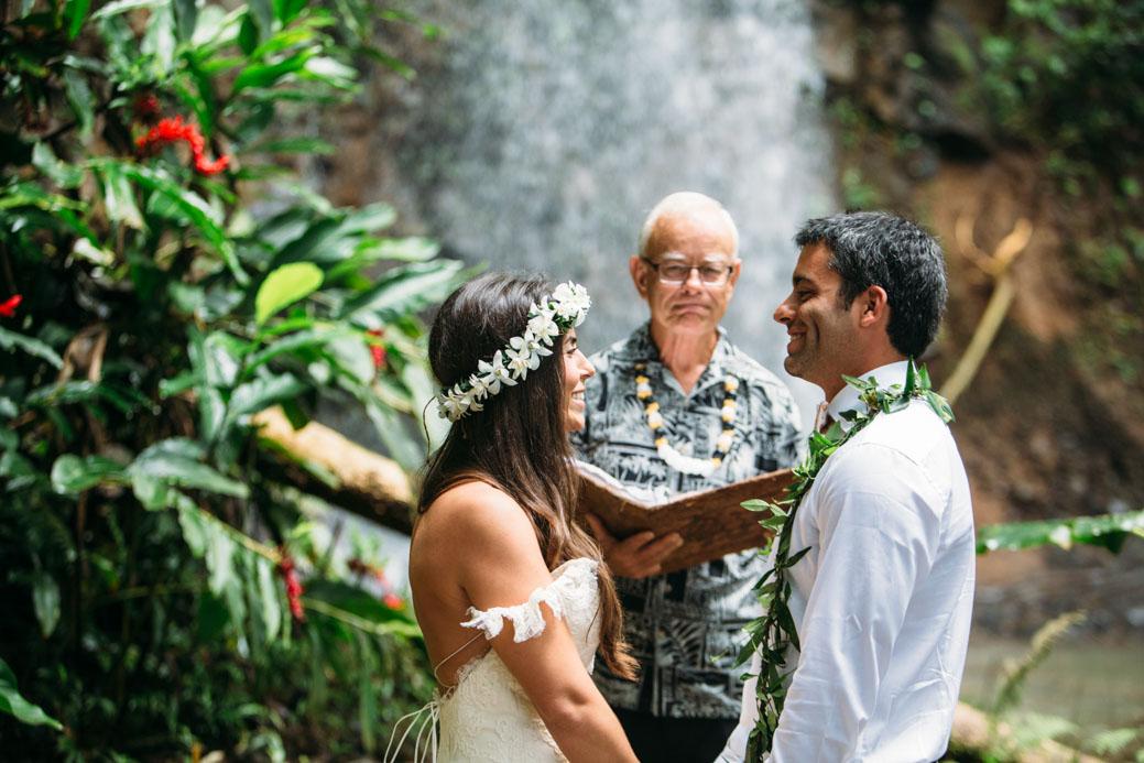 LINDSAY NICO DESTINATION HAWAII WEDDING KAUAI