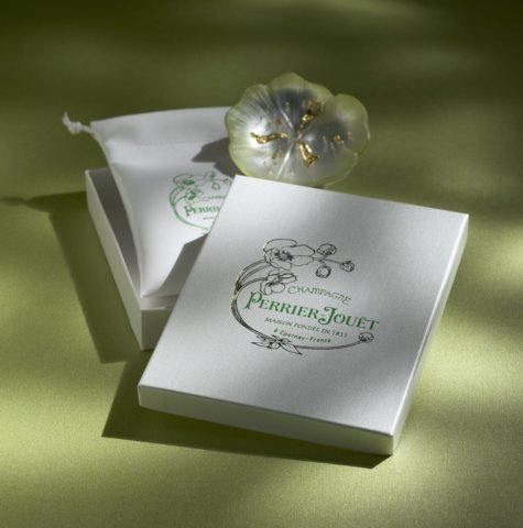 Holliston's Luminaire premium packaging cover material