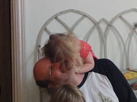 Flora smooches Daddy
